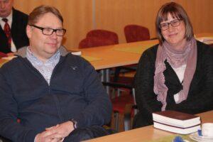 Jarmo ja Kirsi-Marja Nieminen eivät peitelleet tyytyväisyyttään äänestystuloksen jälkeen.