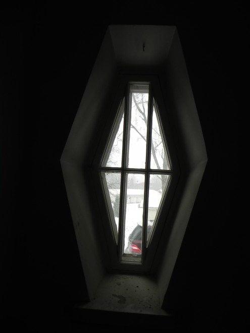 Rakennuksen kaikki vanhat ikkunat entisöidään.