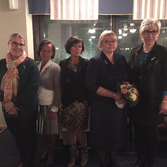 Vammalan Yrittäjänaisten juhlassa paikalla olivat myös aiempina vuosina palkitut Merja Kalliosalo (vas.), Ulpu Hukkanen, Eeva Ojala sekä Helena Mäkelä.