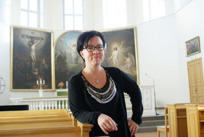 Anu Mattila odottaa jännityksellä sunnuntain konserttia. Mozartin Requiem soi Tyrvään kirkossa 47-jäsenisen orkesterin, 70 kuorolaisen ja neljän solistin voimin.