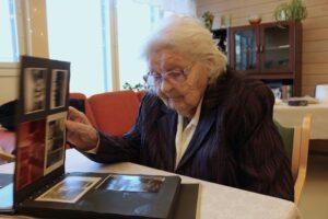 """100-vuotias Aune  """"Liikaa ei kannata hötkyillä"""" 44fc52c635"""
